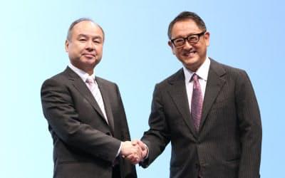 トヨタ自動車の豊田章男社長とソフトバンクグループの孫正義会長兼社長