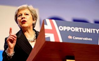 3日、英保守党大会で演説するメイ首相=ロイター