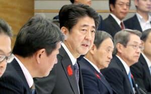 未来投資会議であいさつする安倍首相(5日午後、首相官邸)