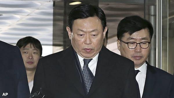 韓国ロッテ会長が保釈、経営復帰へ