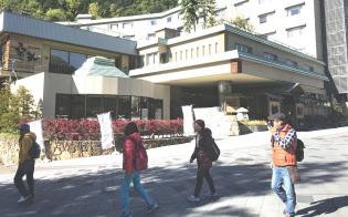 例年は観光客でにぎわう定山渓温泉はまばらだ(札幌市)