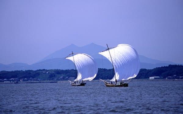 霞ケ浦は漁業など様々な生態系サービスを人々にもたらしている(茨城県土浦市提供)