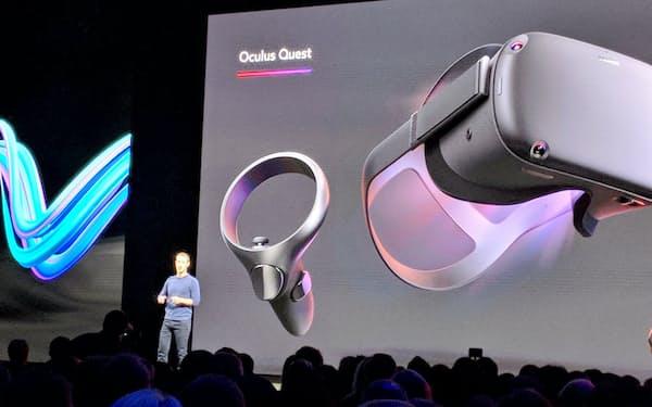 VRの新機種を説明するフェイスブックのザッカーバーグCEO(9月26日)