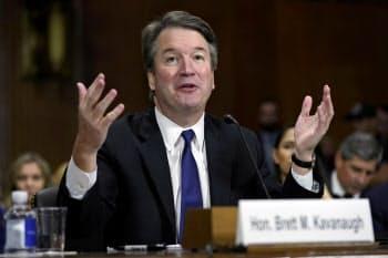 米上院司法委員会で証言するブレット・カバノー氏(9月27日、ワシントン)=AP