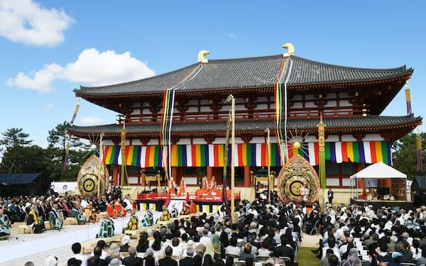 興福寺で営まれた中金堂の落慶法要(7日午前、奈良市)