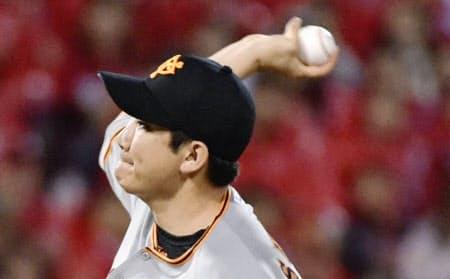 菅野は4日、今季8度目の完封勝ちでリーグトップに並ぶ15勝目を挙げた=共同