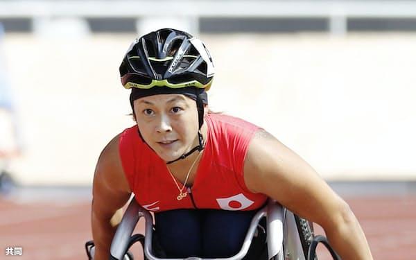 女子800メートル(車いすT53) 力走する中山和美(8日、ジャカルタ)=共同