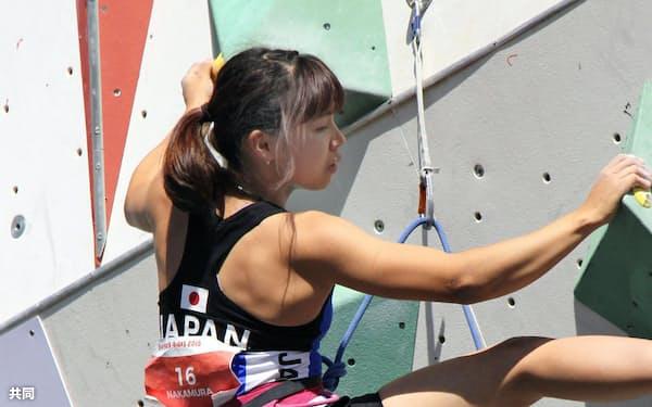 スポーツクライミング複合の女子に出場した中村真緒(9日、ブエノスアイレス)=共同