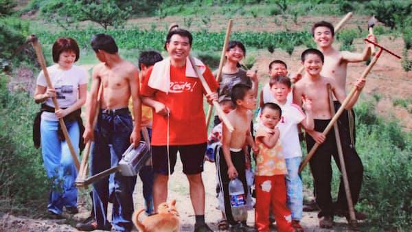受刑者の子に救いを 中国政府と戦った男