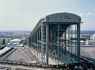 高さ約100メートルの威容を誇った在りし日のザウス=三井不動産提供