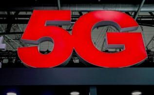 次世代通信「5G」が実用化されれば電波需給の逼迫が予想される=ロイター