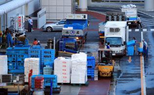 開場に向けて準備が進む豊洲市場(10日午後、東京都江東区)