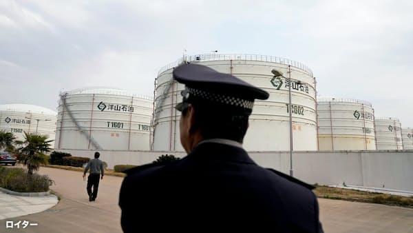 高値の原油、イランの先の材料は 忍び寄る需要鈍化の影