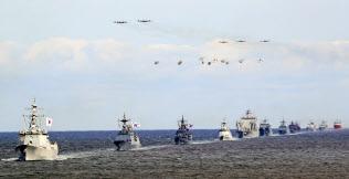 韓国海軍が開いた国際観艦式に日本の海自艦の姿はなかった=AP