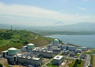 安全審査が長期化している北海道電力の泊原子力発電所(北海道泊村)