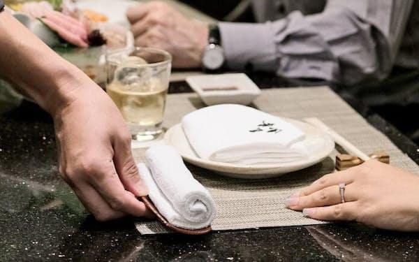 FSXは米国、東南アジアなどに販売用おしぼりを輸出している(シンガポールのホテル)