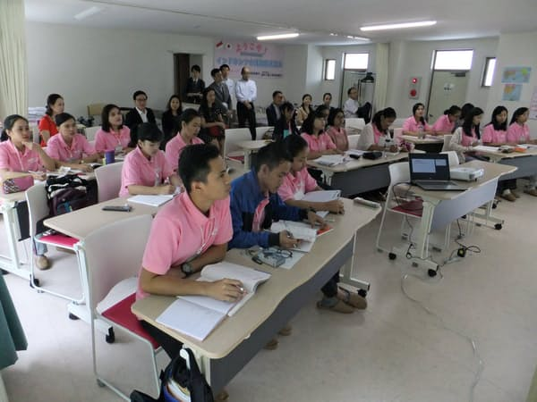 初任者研修を受けるインドネシア人の介護技能実習生(長野県小諸市の介護施設協同組合)