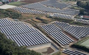 一面に並ぶ太陽光パネル(熊本県内)