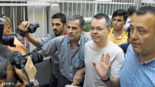 トルコで軟禁の米国人牧師帰国へ 解除判決