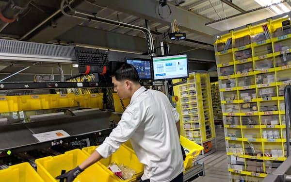 米アマゾンの巨大配送センターは2500人もの従業員が働く