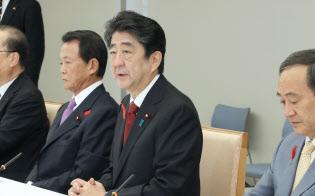 政府・与党政策懇談会であいさつする安倍首相(15日午前、首相官邸)