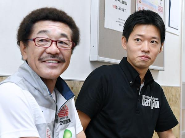 具志堅用高氏(左)らジム会長たちの信頼も厚い(東京・後楽園ホール)