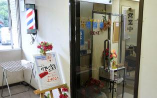 国会記者会館の廊下の突き当たりにある理容室ローズ
