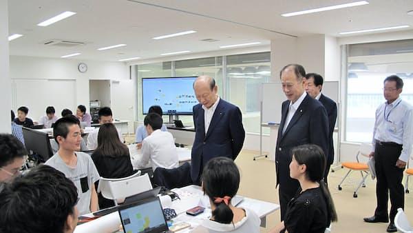 学生と企業一体 事業創出探る 富山県・早大、共催インターン