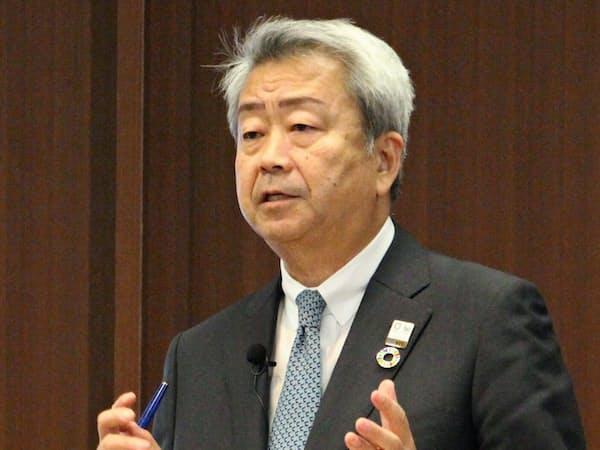 記者会見するNTTの澤田純社長(15日、東京・千代田)