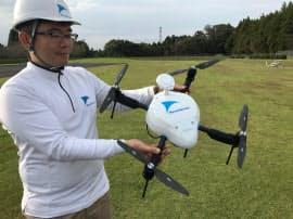 エアロセンスが公開した測量用のドローン(17日、千葉県)