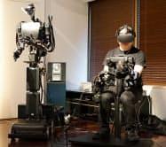 操作する人の動きをロボットがほぼ同時にまねる