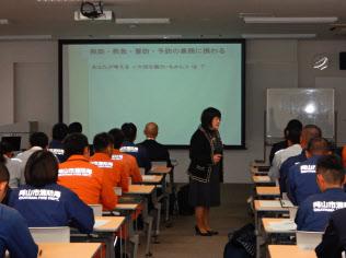 救急隊員など約60人が参加した(18日、岡山市)