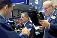 18日、株安に見舞われたニューヨーク証券取引所(NYSE)=ロイター