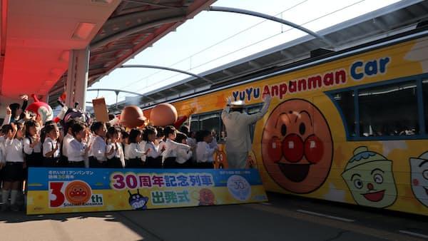 アンパンマン列車、瀬戸大橋を行く 開通・放映30周年