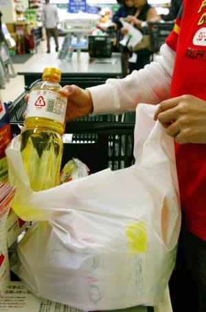 コンビニでは国内で配布されるレジ袋の3割が使われている