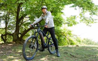 パナソニックが発売したeバイクは、スポーツバイクのフレームの中にバッテリーが組み込まれている