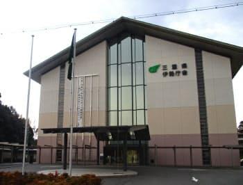 KYB製免震装置が導入されている三重県の伊勢庁舎(19日、伊勢市)=県提供