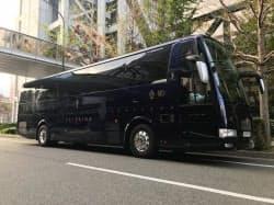 バスは濃紺を基調としたシンプルなデザイン