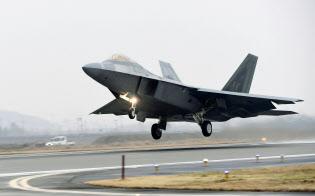 韓国南西部・光州の韓国空軍基地を離陸する米空軍のF22戦闘機(韓国空軍提供・聯合=共同)