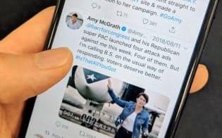 ツイッターに動画を掲載して支持や献金を訴える米民主党のマクグラス候補