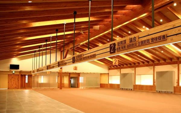 カラマツ集成材を使った長野県朝日村役場(建設中)