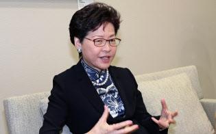 インタビューに答える香港の林鄭月娥・行政長官