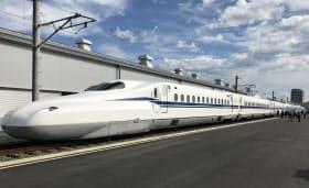 JR東海は8両編成の新幹線新型車両「N700S」を公開した(24日、静岡県浜松市)