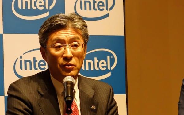 インテル日本法人社長に就任する鈴木国正氏(24日、東京都千代田区)