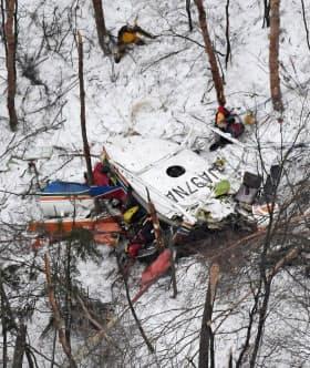 長野県・鉢伏山の山中に墜落した県の消防防災ヘリ(17年3月)=共同