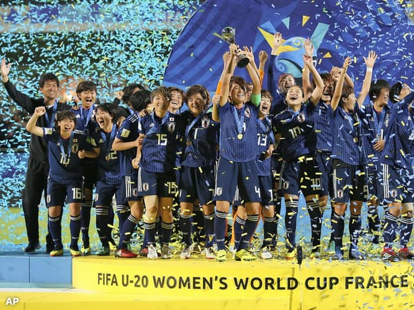 U-20女子W杯で初優勝し、喜ぶ日本イレブン=AP