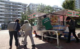 セブンイレブンは25日、都内で初めての移動販売を始めた(東京都練馬区の光が丘地区)