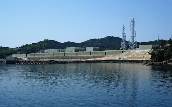 女川原発(宮城県女川町・石巻市、東北電力提供)