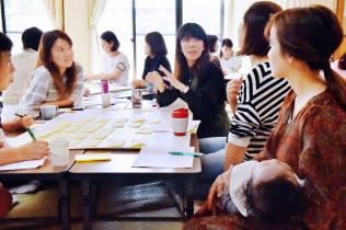 災害発生時の対応などについて話し合う参加者ら(大阪市北区)