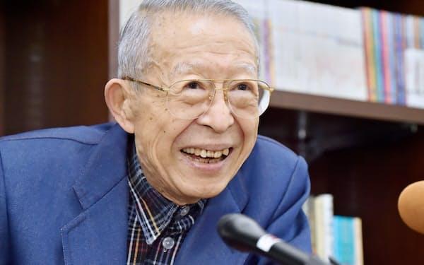 文化勲章を受章する劇作家・評論家の山崎正和さん(大阪市北区)